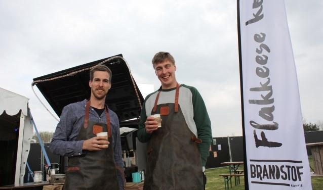 Jan (links) en Joost Meijerink verkochten koffie op de Flakkeese Dagen.