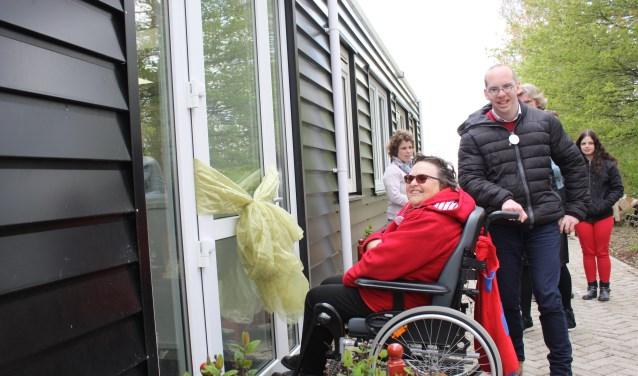 Pieter de Visser en Atie Vlietland zorgen voor de opening.