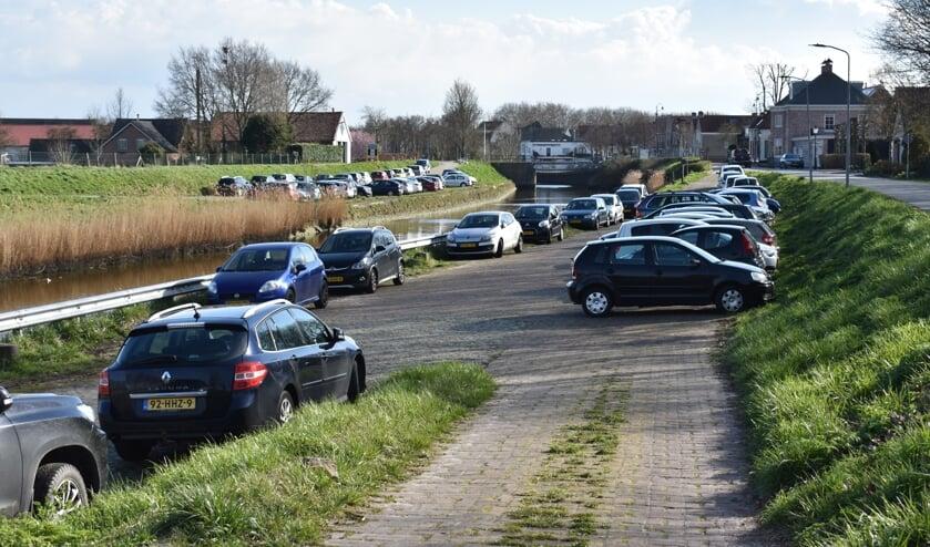 Om de blauwe zone te vermijden wordt er onder andere langs het havenkanaal geparkeerd.