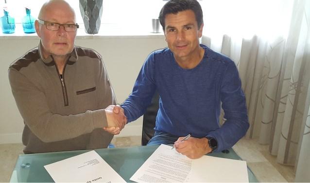 Links Jaap Westhoeve, penningmeester MSV&AV Flakkee en rechts Marco Dieleman, partner Unito Sports.