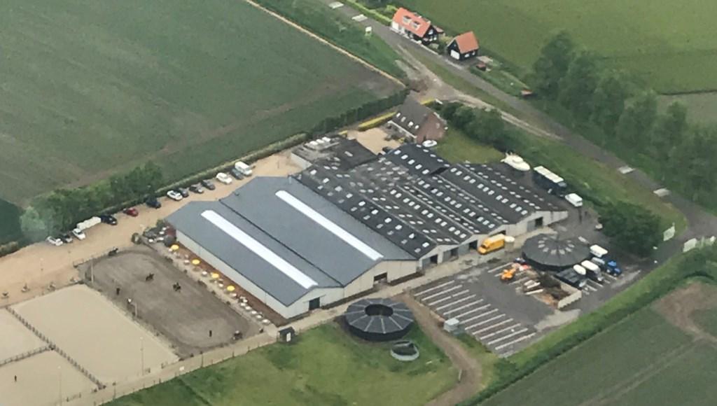 De beide rijhallen van Manege Oostmoer zijn voorzien van een geïsoleerd dak met lichtstraten. (foto: Henk Kieviet)  ©