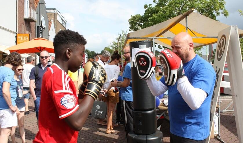 Acht verenigingen presenteerden zich in de 'Sportstraat'.