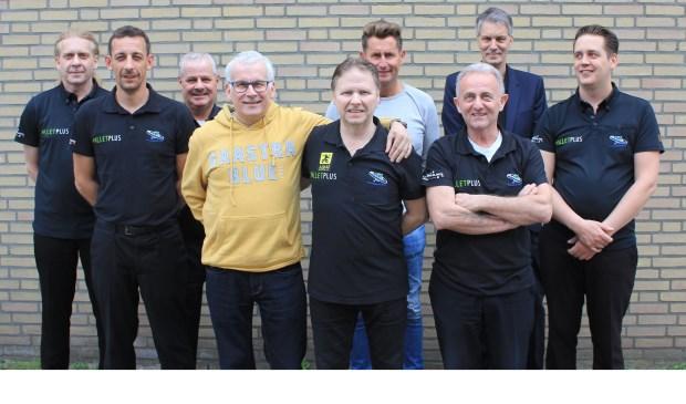 Het team van Aardexress, Biljartcentrum Uden met op de voorgrond de vier spelers die afgelopen zondag Nederlands kampioen werden: Ronnie Lindemann, René Wijnen, Harrie vd Ven en Rudy de Laet.  | Fotonummer: f10b4b