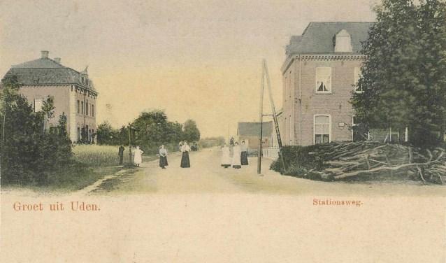 De Prior van Milstraat met links de nog steeds bestaande villa van destijds Schoenmakers (voor de brand in 1906 dus met zolder) en rechts hotel Wijsbek waar Nimrod resideerde. (foto Stichting Het Uden-archief van Bressers)  | Fotonummer: 1c10dd