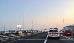 Dagelijkse file op de A4 bij Leiden, deze foto is gemaakt om 7 uur ´s ochtends. Foto: De Leydenaer.