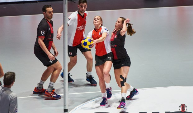 Sanne Jousma scoort een doorloopbal in de finale in Ziggo Dome. | Foto: René van Dam.