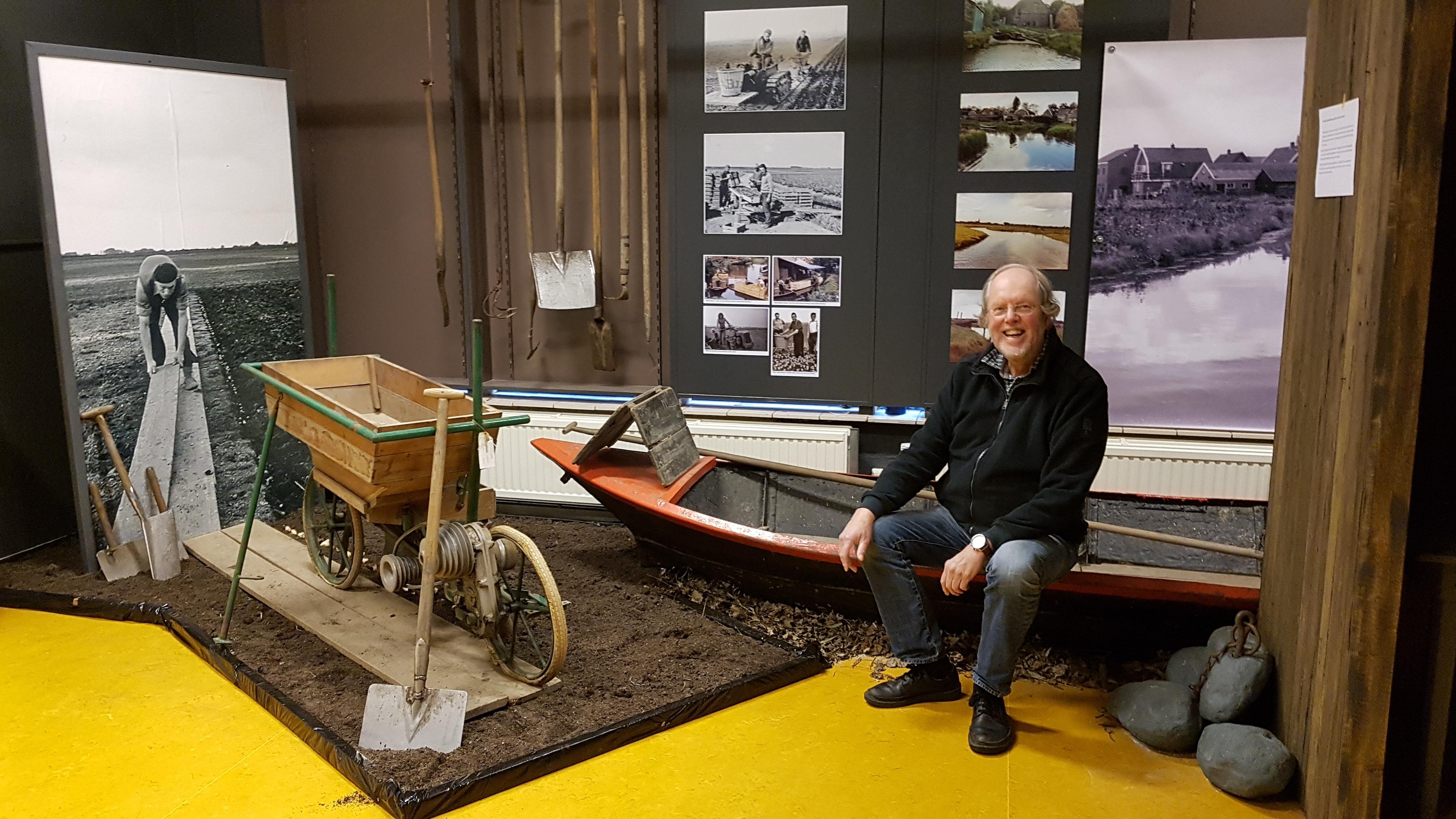 Voorzitter Jaap Kroon nodigt iedereen uit om een kijkje te nemen bij de expositie Terug naar de jaren zestig.