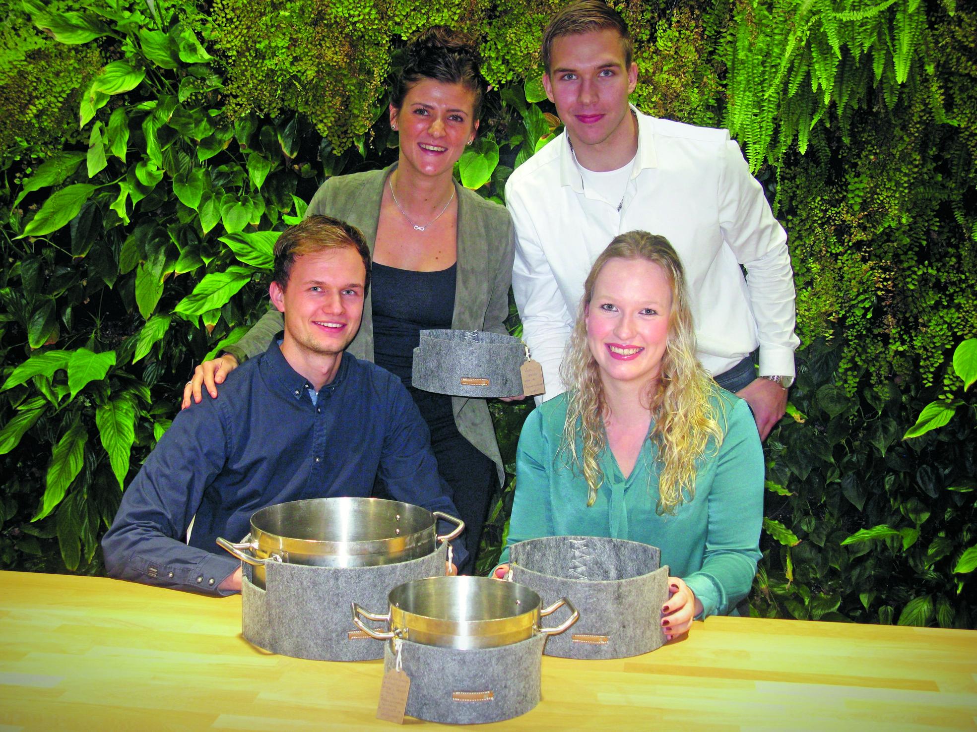 De bedenkers van de pannenwand: Maud (lb), Pieter (rb), Martijn en Merel.