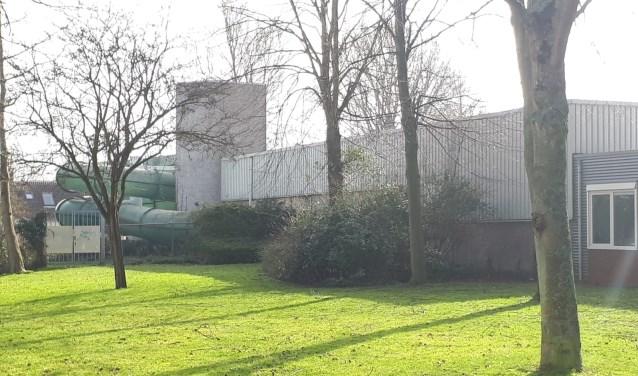 Zwembad De Witte Brug verdwijnt als het nieuwe zwembad er komt.