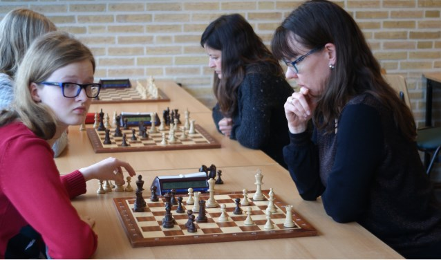 Alle dames die goed kunnen schaken zijn welkom op het Open Kampioenschap.