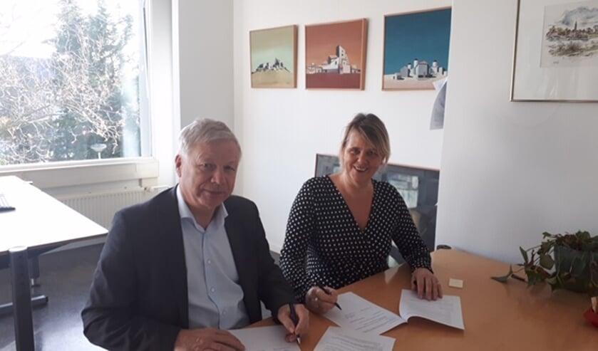 Wethouder Richard Quakernaat en directeur Mardiek Voorneveld.