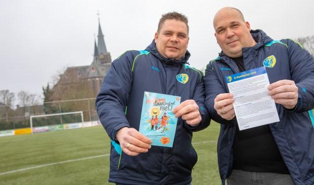 LSVV start als eerste voetbalvereniging in Langedijk een G-team. Vlnr Sietse Voskuyl en Barry van Stroe