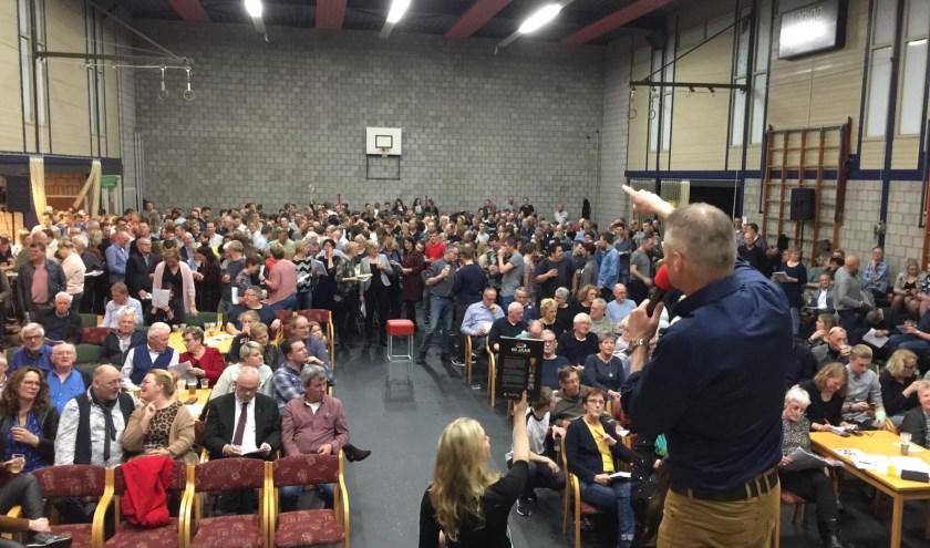 De gemeenschap van Waarland heeft een enorm bedrag opgehaald voor de nieuwe sporthal.