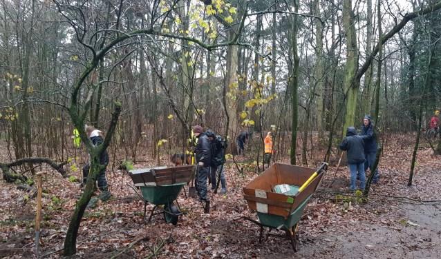 Stichting M.E.E.R.Groen kan het hele jaar door mensen gebruiken om te helpen in haar natuurprojecten.