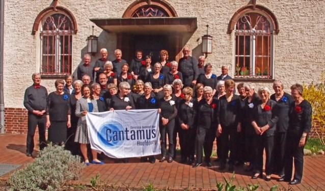 Het Cantamus-koor uit Hoofddorp voert de St. John Passion op.