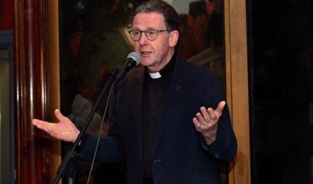 Na het welkomstwoord volgt pastoor Paul Stomph met een gloedvolle openingsspeech