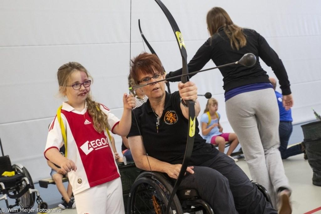 Sporten voor de jeugd in De Velst.  © rodi
