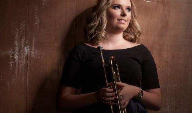 Melissa Venema, trompettiste van wereldniveau, speelt binnenkort in de Waardse Ontmoetingskerk.