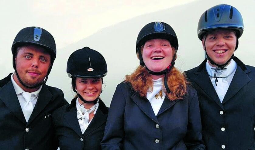 Sam, Sabine, Remy en  Stefan vertegenwoordigen Nederland in Abu Dhabi.