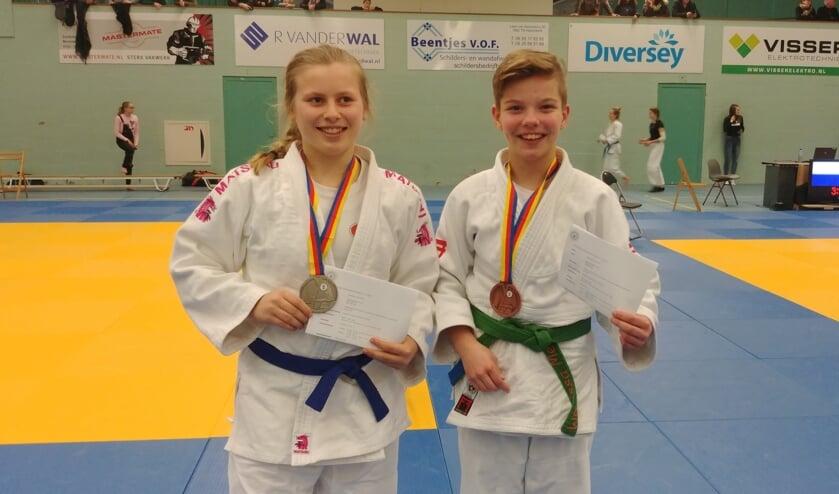Nina Dekker (links) haalde zilver en Marissa Meijn (rechts) het brons.