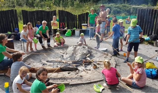 De Vakantiespelen staan in het teken vanbosspellen, spannende thema's, stokbrood bakken, een kampvuur en glijden van de zeephelling.