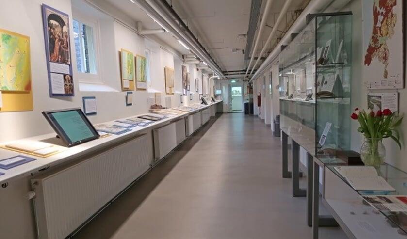 De museumzaal met de permanente tentoonstelling.
