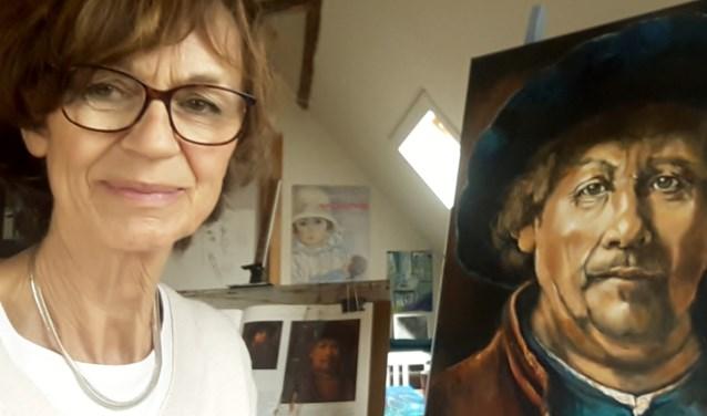 Joke de Vries exposeert haar portretten in het Zijper Museum.
