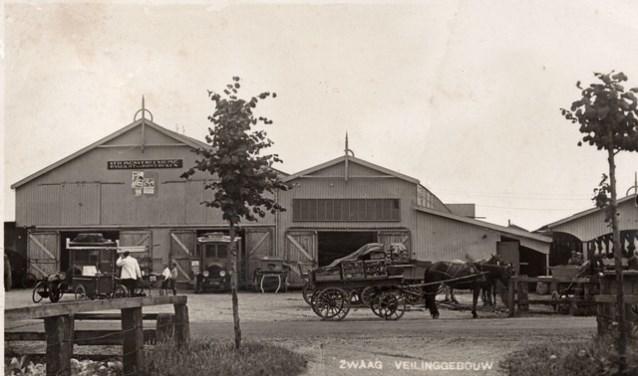 Het veilinggebouw in Zwaag.