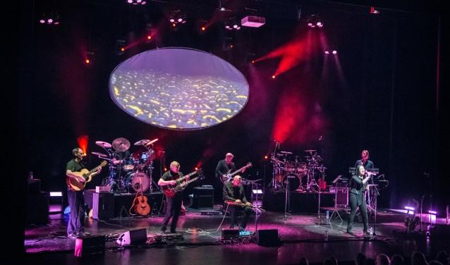 Een twaalfkoppige topband speelt de legendarische symfonische rock uit de seventies.