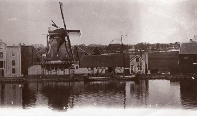 Molen De Hoop rond 1900.