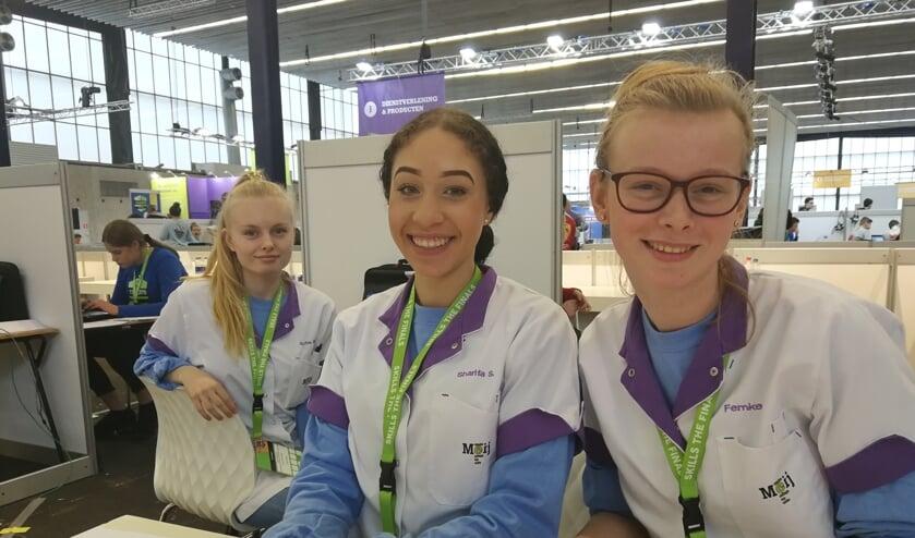 Sofie, Sharifa en Femke wonnen zilver bij Skills Heroes in de categorie Zorg & Welzijn.