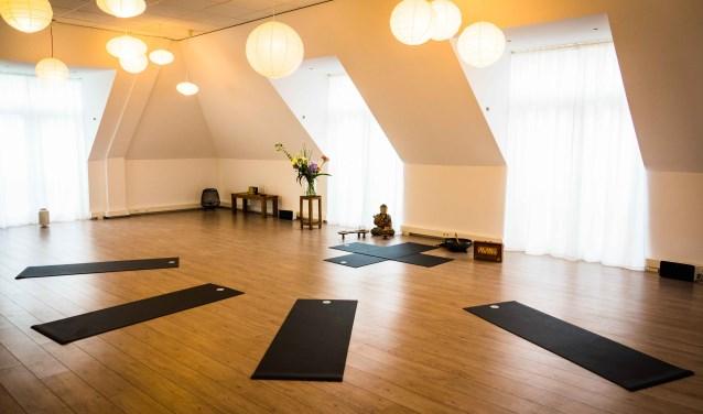 De zaal van yogaschool Bhoora Beverwijk.