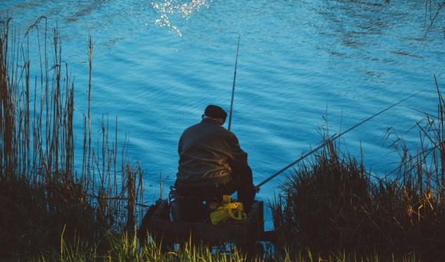 Henk zou zo vreselijk graag eens een middagje ongestoord willen vissen.