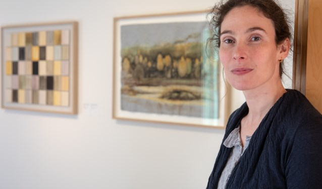 Charlotte Caspers schildert in het populaire tv-programma 'Het Geheim van de Meester' diverse meesterwerken minutieus na. Haar eigen werken zijn te bewonderen in museum Kranenburgh.