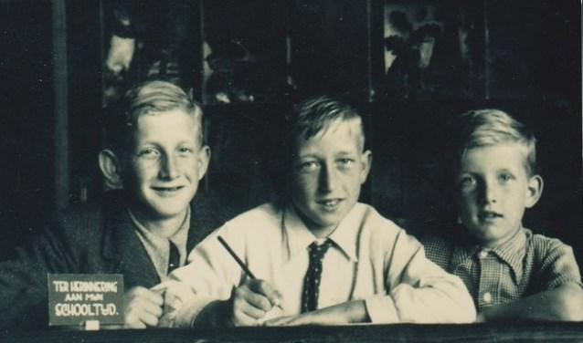 Een oude schoolfoto: (vlnr) de broers Olof, Siem en Piet de Wit.