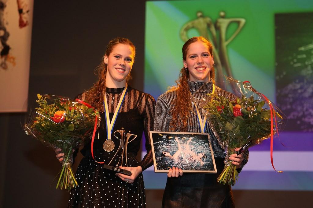 Winnend team, het synchroonzwemduet Noortje en Bregje de Brouwer.