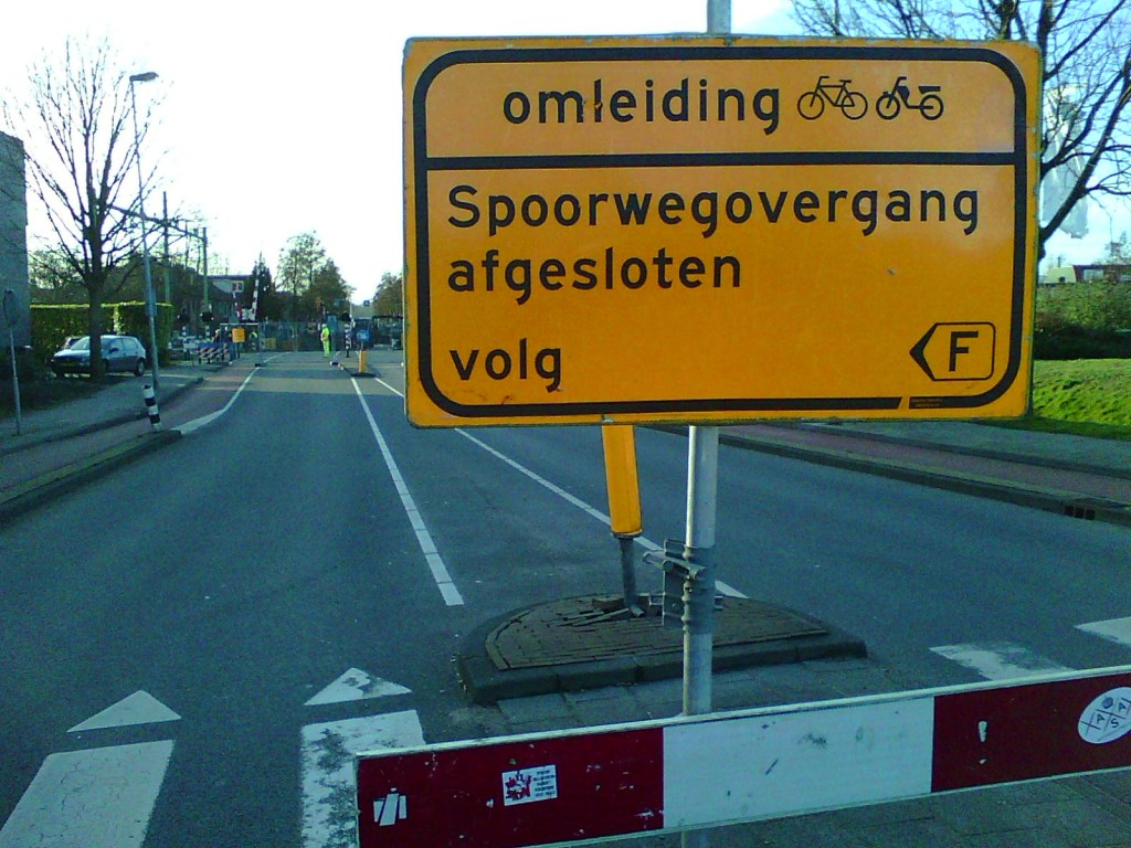 Omleiding voor verkeer.  © rodi