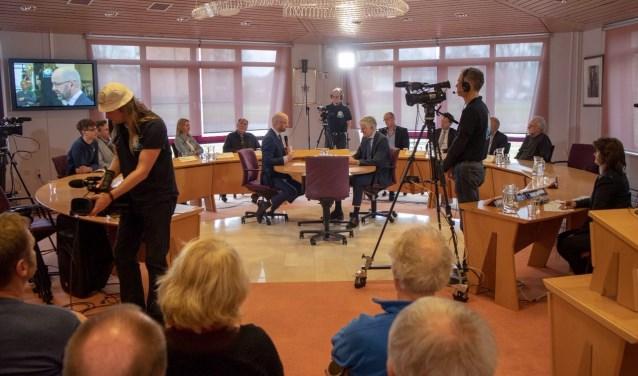 Het tv-debat is nog tot de verkiezingen op de verschillende websites van de lokale omroepen te zien.