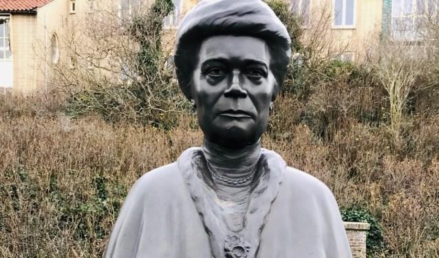 Standbeeld van Marie van Reenen-Völter.