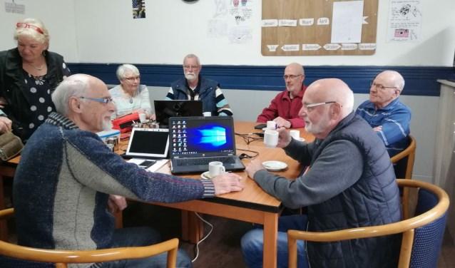 Alle vragen over het gebruik van tablets, Ipads, smartphones, Iphones en computers kunnen wekelijks gesteld worden bij de diverse internetcafé's van Wonen Plus Welzijn.