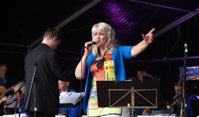 Er worden presentatoren en stagemanagers gevraagd tijdens de Cultuurmarkt.