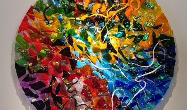 Glasobject 'Circle of Life' van Lida Dijkstra.
