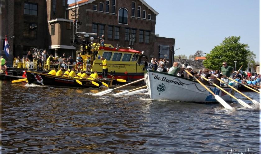 Sloepen aan de start bij de Verkadefabriek in Zaandam.