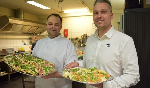 Joost Kroes (links) en Anne Kos (rechts) in de keuken.