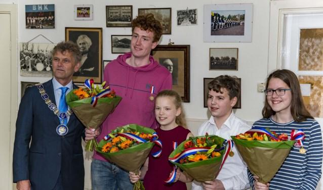 Burgemeester Smit heeft zojuist jongeren uit Beverwijk in het zonnetje gezet.