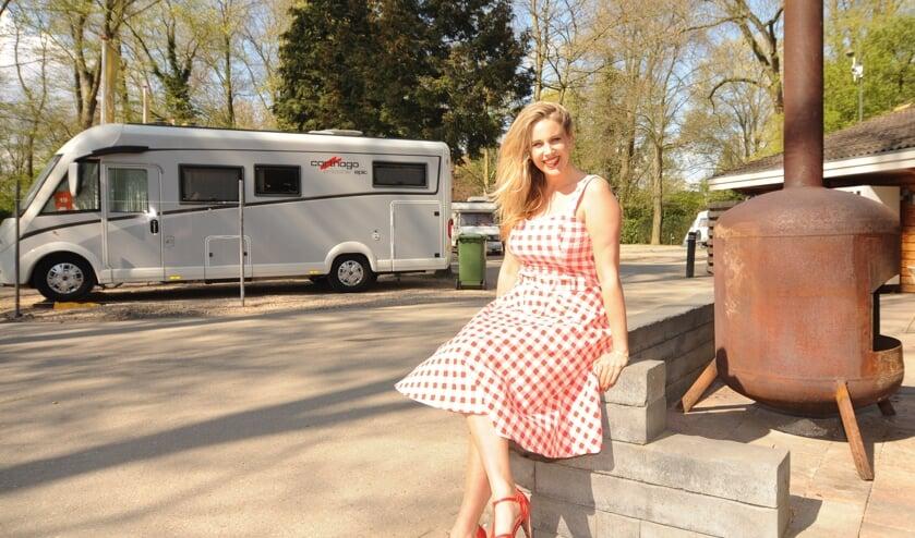 Daphne Gakes leeft al twee jaar in haar camper 'Bartje'