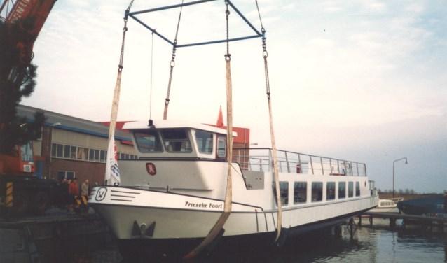 Uit het archief van de Broekerwerf: de bouw van de rondvaartboot Friesche Poort voor Woltheus Cruises.