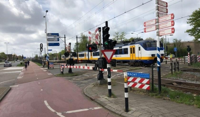 Verkeersknelpunt bij de spoorwegovergang Guisweg in Zaandijk.