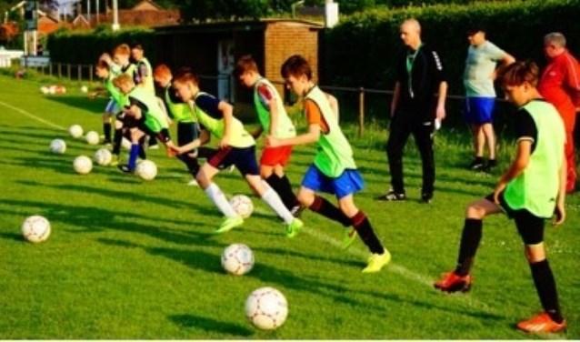 Jeugdvoetbal dagen in Hoogkarspel.
