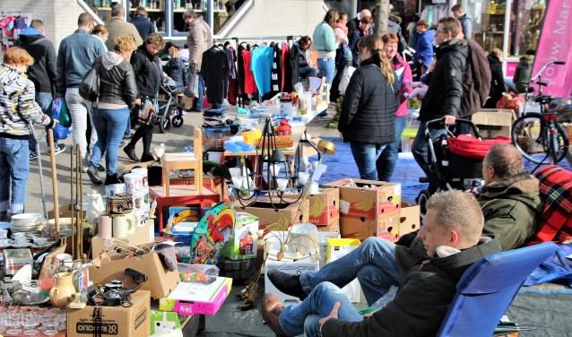 Een vrijmarkt hoort erbij op Koningsdag.